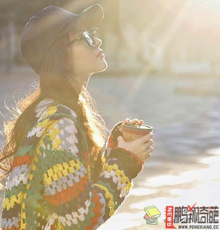 资讯生活【图】刘亦菲逆光玩街拍图片震惊美国 素颜生活照是男是女揭真相