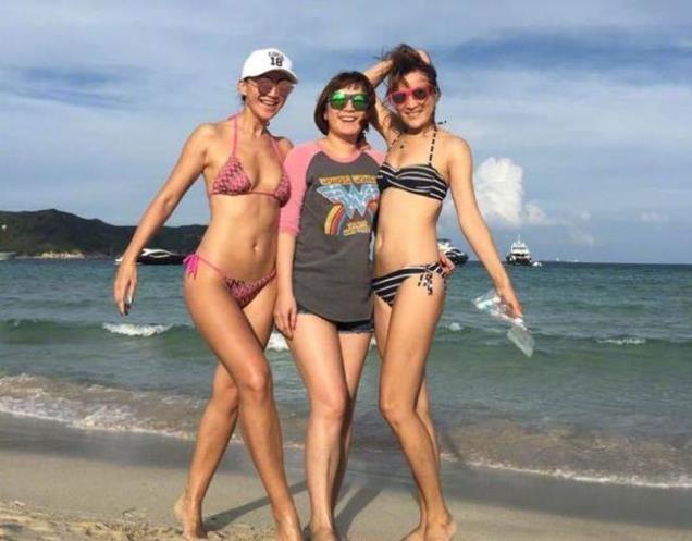 42岁李玟身材还这么性感 她的姐姐也很热辣