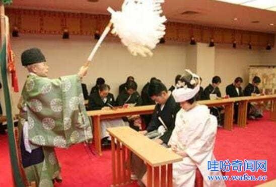 日本婚礼的变态习俗交杯酒要喝300多次且每杯分3次喝